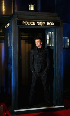 David Tennant... Good God he looks good in a suit.
