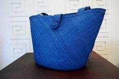 Blue bag made of Iraca thread Artesanías de Colombia.
