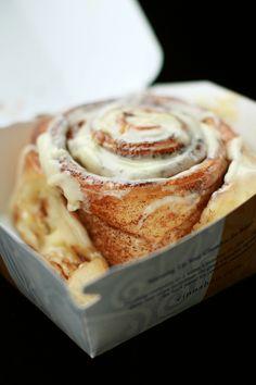 <3 food, cinnamon roll, brioch