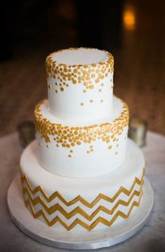 graphic touch, home lighting, cake with circles, wedding cakes, gold confetti