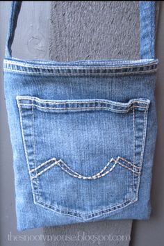 make a purse out of a pair of older jeans, so much fun.