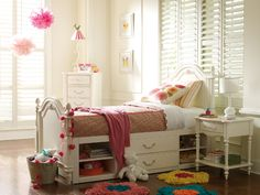 Adorable girl's room! Love all the natural light