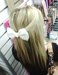 ♥ Pretty and easy hairstyle that leaves you looking cute