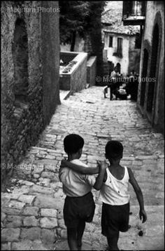 ITALY. Village of Tricarico. 1956-Marilyn Silverstone