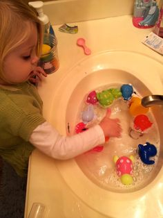 The Activity Mom: Sink Play
