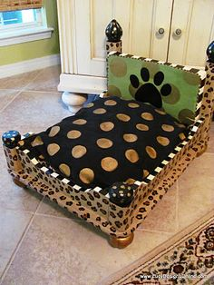 Love this little dog bed made from an old end table. Great idea!