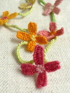 Woven Flower Necklace tutorial from the purl bee