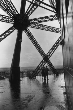 La Tour Eiffel 1952 Photo: Henri Cartier-Bresson