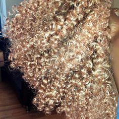 Here is a sneak peek of what's to come! Are our ONYC beauties still looking for a discount? Share, like, retweet and pin this picture #goldencollection #comingsoon #onychair #onyc #onyckinky #kinkycurly #coloredhair