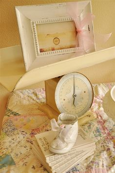 I love these scales!! What an adorable idea :) food choices, babi scale, baby shower ideas, vintag babi, photo prop, baby shoes, vintage inspired, babi shower, baby showers