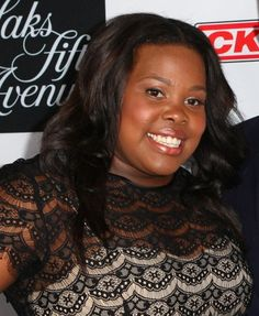 Amber Riley rocks loose curls