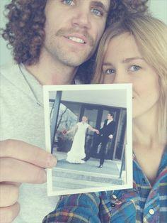 cute anniversary photo idea!