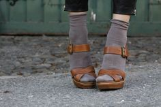 socks-sandals-color combo.