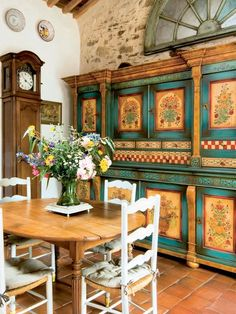 cupboard, painted kitchens, painted furniture, french interiors, painting doors, country decor, cabinet, french houses, bohemian