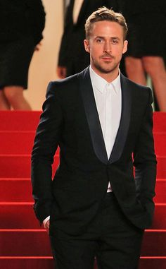Ryan Gosling walks the carpet at Cannes. ryan gosling cannes, cannes film festival, suit, ryangosl