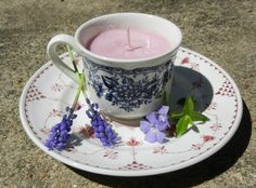 Light scent teacup candles - Great homemade candle tutorial for an awesome craft or gift idea