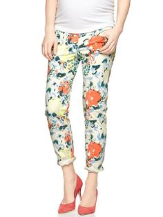 Keep on trend while pregnant with these #printed #maternity #jeans from #Gap.