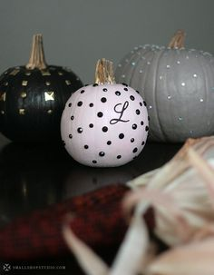 Glam out your pumpkins!  Link to tutorial.