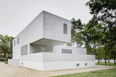 At the bauhaus art school in Dessau, two original buildings designed by Walter Gropius have been restored and reinterpreted by German practi...