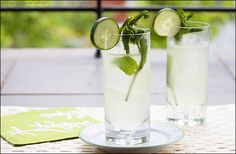 Sumo Cucumber Collins - cucumber, lemon juice, gin, and club soda #cocktails