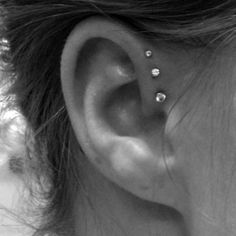 Want my ear pierced like this sooooo bad!