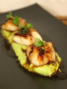Seared scallops with lime & miso dressing on avocado purée