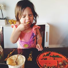 Snappy Casual's daughter eats chips and peas on her Construction Plate!