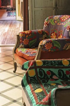 These chairs would be so perfect in my reading nook....the reading nook that I don't have.