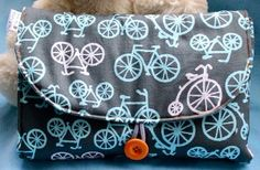 ☆ Travel Diaper Changing Pad ☆ Use this diaper changing pad tutorial (with video) to create a wipeable vinyl surface with pockets for diapers and wipes. It folds up into a tidy clutch.