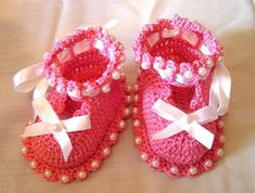 Gift for newborn: beautiful booties, free crochet pattern