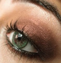 The Best Eye Makeup for Green Eyes: shows diff between bronze and copper, says no silver shadow or black liner, ex. of green eye shadow that looks kind of nice