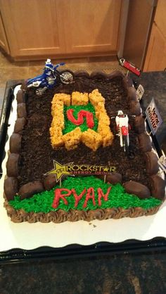 Heidi-gavin Dirt bike cake:  trying to find an easy cake to make for my nephew's birthday.