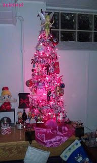 my very pink tomato cage tree!! :) cage tree, tomato cage, pink tomato