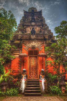 Pura Puseh/Pura Desa Puseh - Batuan - Bali - Indonesia by Stewart Leiwakabessy, via Flickr