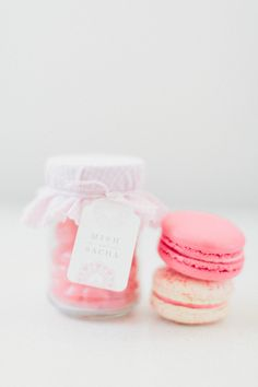 Too cute! Little blush pink jelly beans in a jar + pink and white little macarons #weddingfavors #blushpink #blushpinkwedding #dessert #wedding