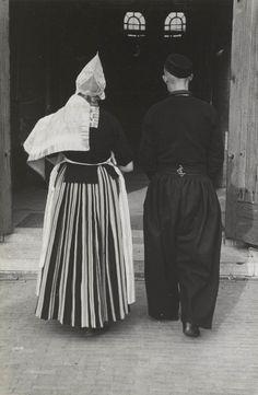 Man en vrouw met dopeling, Volendam