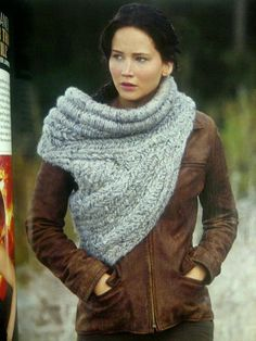 Obsessed with the Hunger Games Catching  Fire Katniss scarf. Tutorial + pictures on the ROLLED TOP PART of the cowl...REST OF PATTERN AVALIABLE
