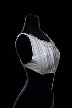Corselet, circa 1900. Museum of Decorative Arts in The Louvre.
