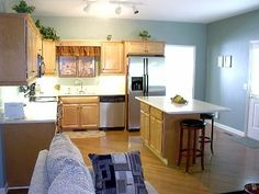 kitchen islands with seating for 4 | Mossy Oaks Manor 5 BR/ 4 BA, Hot Tub, Pool Table, Internet. Reviews ...