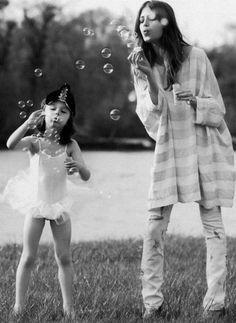 Photo shoot idea : mother + daughter