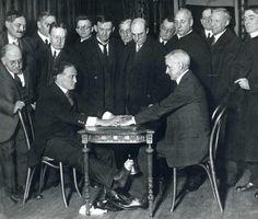 """Harry Houdini exposes """"spirit trickery"""" in 1925."""