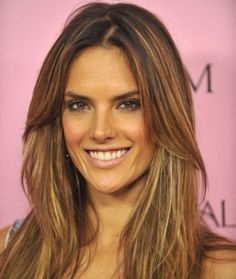 Alessandra Ambrosio love the hair color