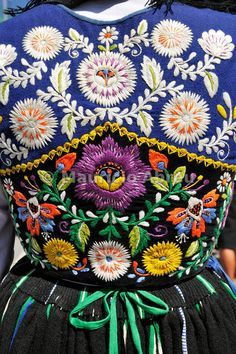 This is beautiful! I'd love to see pictures of similar designs. #embroidery