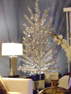 Awesome Christmas Tree Decorations For Kids Room : Amazing Silver Christmas Tree Decoration with Silver Christmas Bulbs for Children Room Ch...