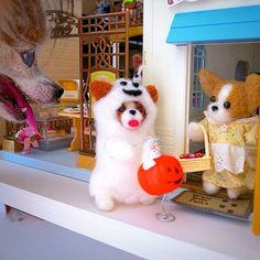 .@momos_gallery | Momo wants the Haloween candy too , Needle Felting