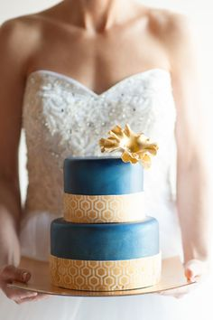 Blue + Gold Wedding Cake I Blue Rose Photography I http://www.weddingwire.com/wedding-photos/i/modern-style-city-country-club-modern-space-museum-fall-winter-wedding-cake-round-fondant-hollywood-glam-avant-garde-gold-blue/i/9e6af3a1025f2b44-3a25108a21a78559/f3ad9acc1a1924e8?tags=hollywood-glam&page=1&cat=cakes&type=search