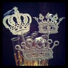 Glitter Crown Ornament want these!