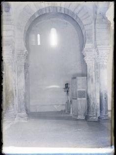 Arco mozárabe. Iglesia de Santa María, Lebeña (Cantabria). Fondo Gómez-Moreno/Orueta. http://aleph.csic.es/F?func=find-c&ccl_term=SYS%3D000084538&local_base=ARCHIVOS