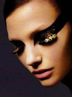 black and gold eye make up