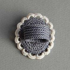 de idea, crochet ring, crochet jewelri, crochet bisutería, grey crochet, ring base, gioielli creativi